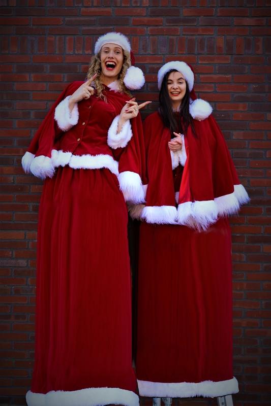 Steltenloper Kerstvrouwen op stelten