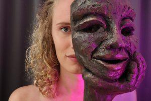 m_Actrice Nicky de Jong met Masker